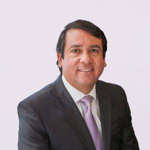 Dr. Gustavo Paredes
